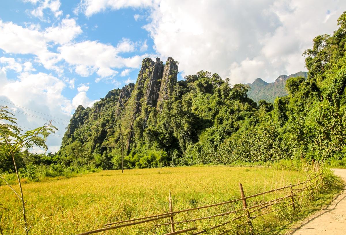 Explorando los caminos alrededor de Vang Vieng