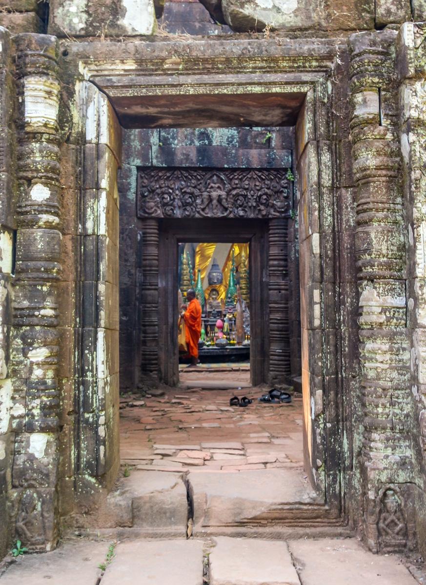 Puertas tras puertas se esconden las ofrendas, Vat Phou