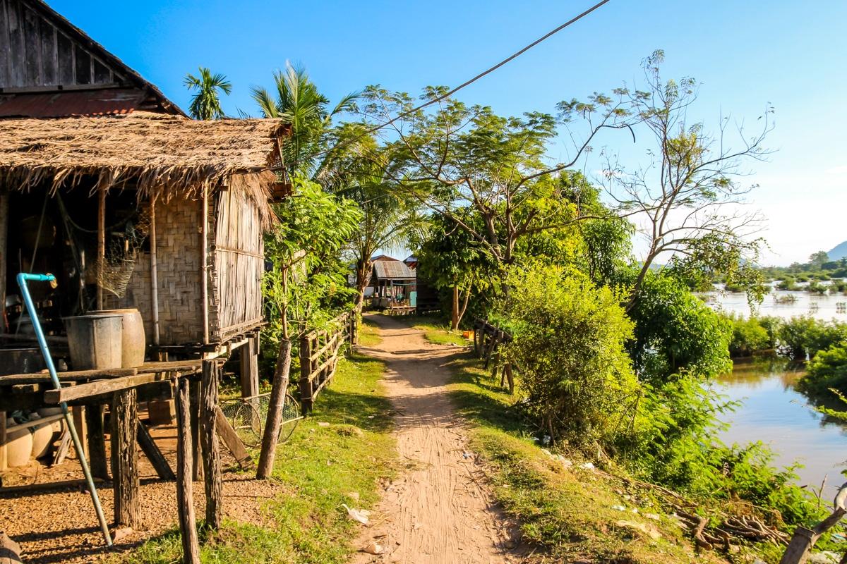 Caminos de Don Det, junto al Mekong