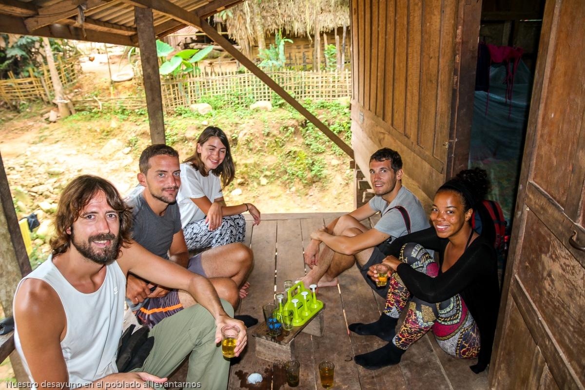 Nuestro desayuno en el poblado al levantarnos