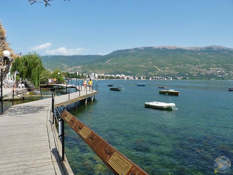 Pasarela sobre el lago Ohrid