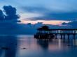 El embarcadero de Coral Bay tras ponerse el sol, Perhentian