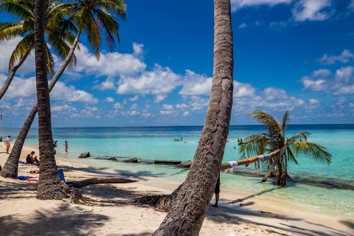 El agua cristalina dentro del arrecife, Maafushi