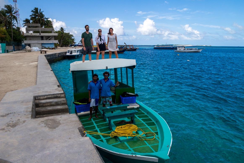 Equipo Manta Divers antes de salir a bucear. Guraidhoo, Maldivas.