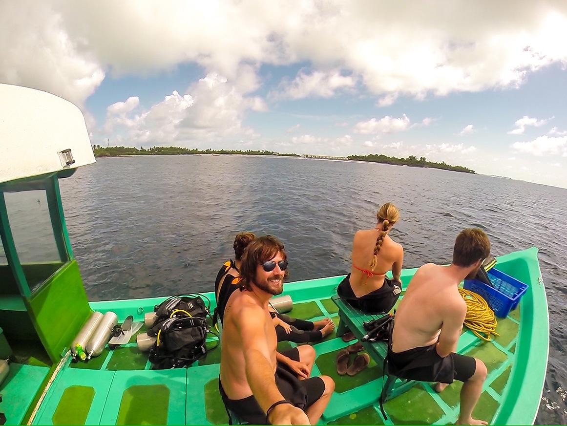 Hacia la siguiente inmersión. Buceo en Guraidhoo, Maldivas