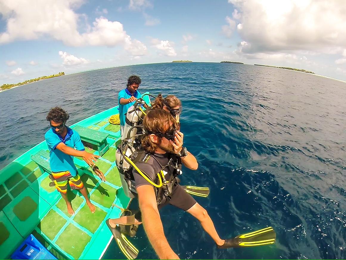 Saltando al agua! Guraidhoo, Maldivas