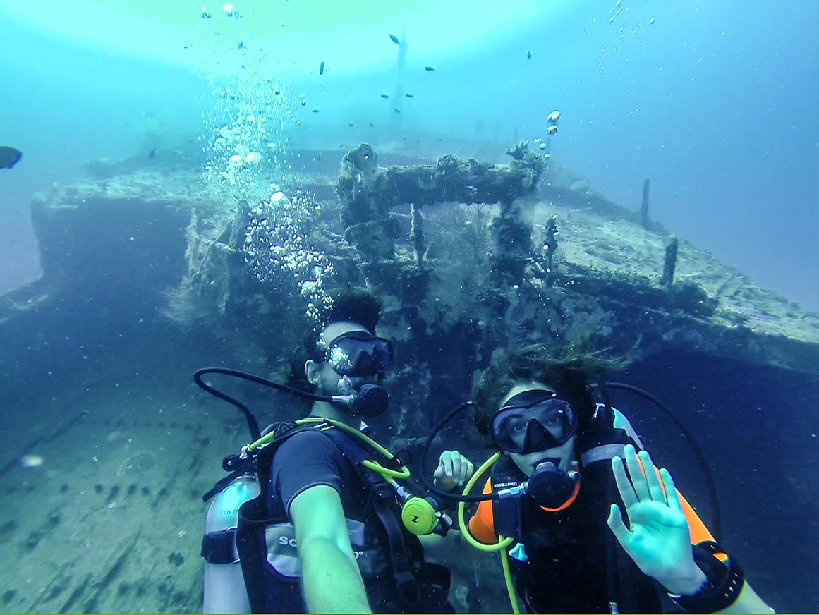 Piratas submarinos! Guraidhoo, Maldivas