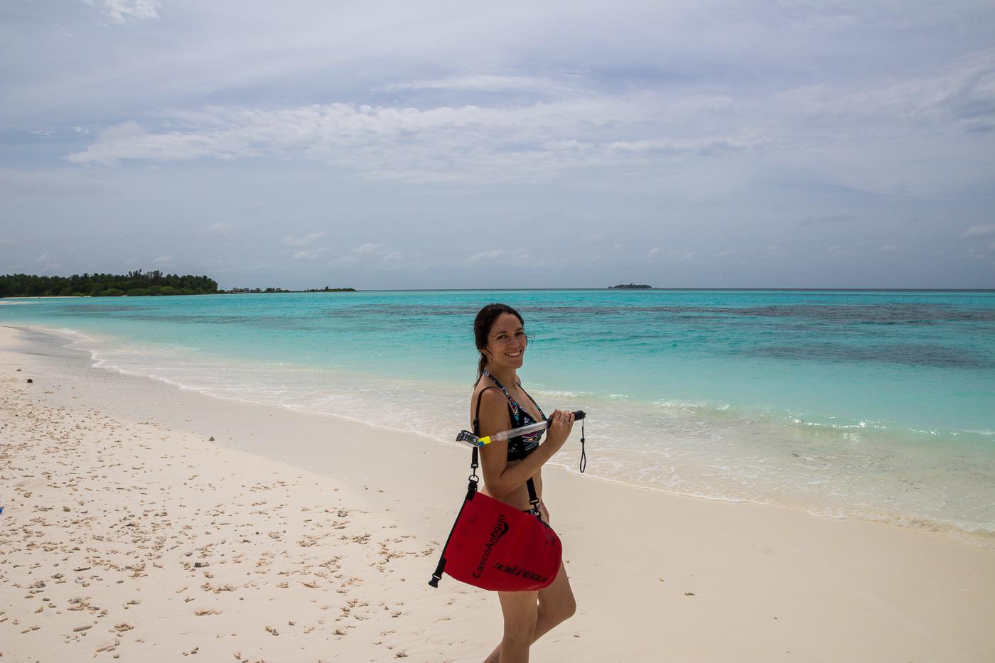 Carol remojada, tras llegar nadando a la picnic island. Mathiveri