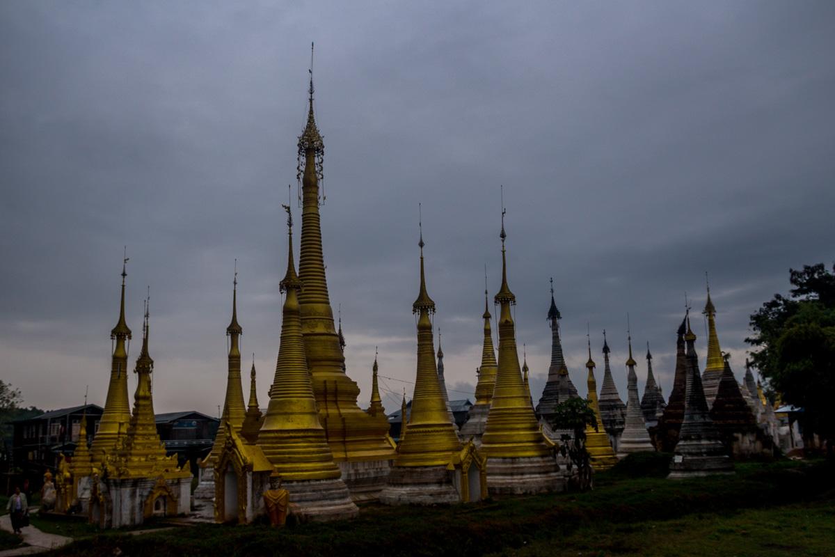 Pagodas entre la lluvia