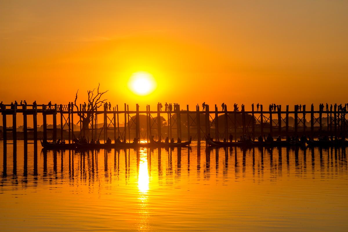 El sol comienza su declive, Amarapura
