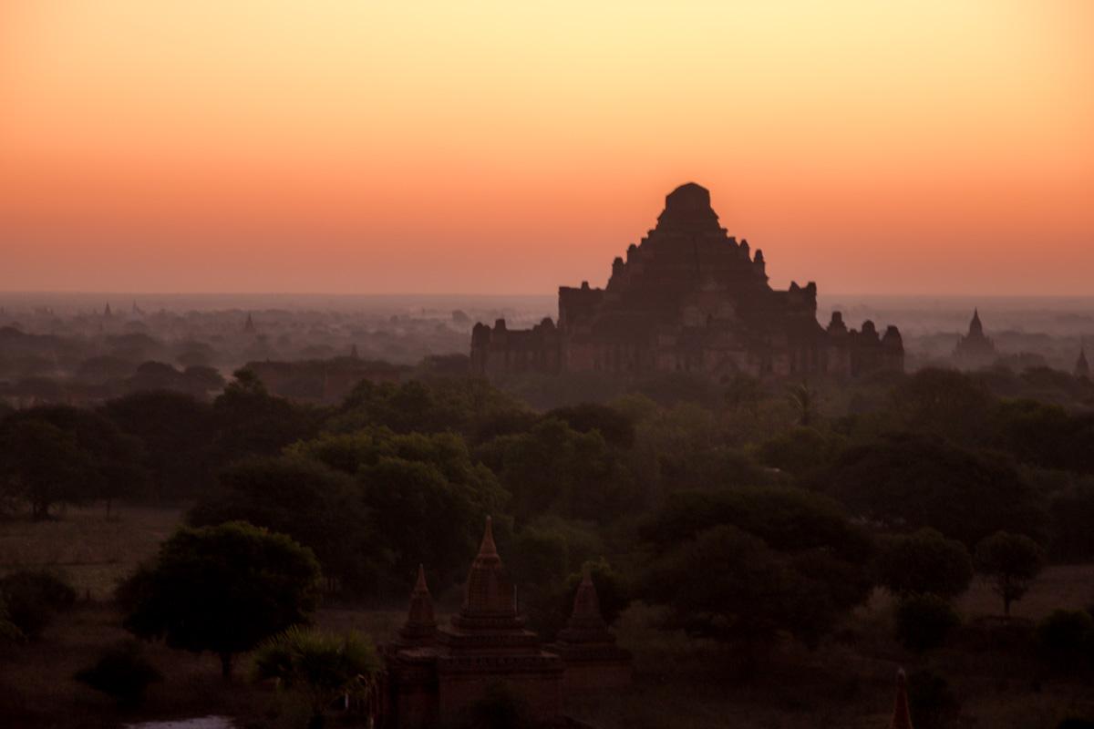 dhammayangyi amanaciendo, Bagan