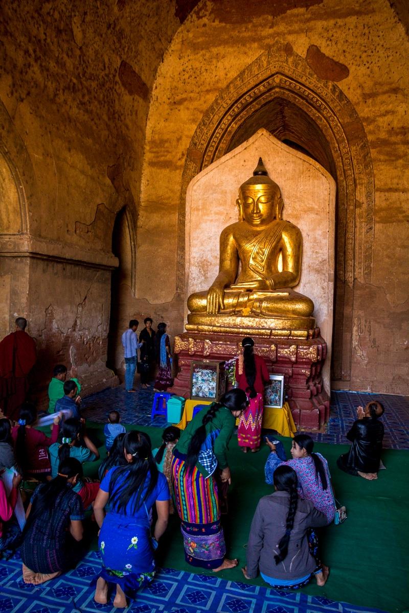 Hora del rezo en Bagan