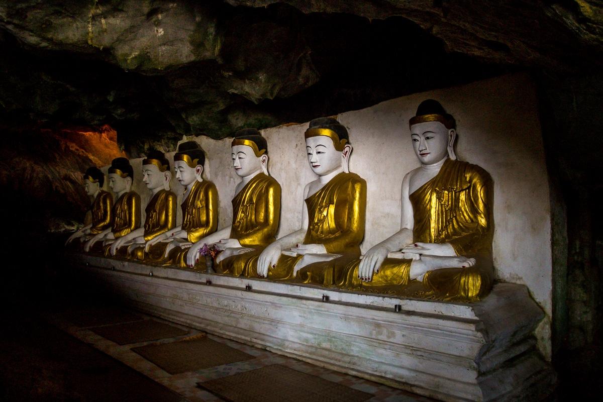 Budas en la penumbra