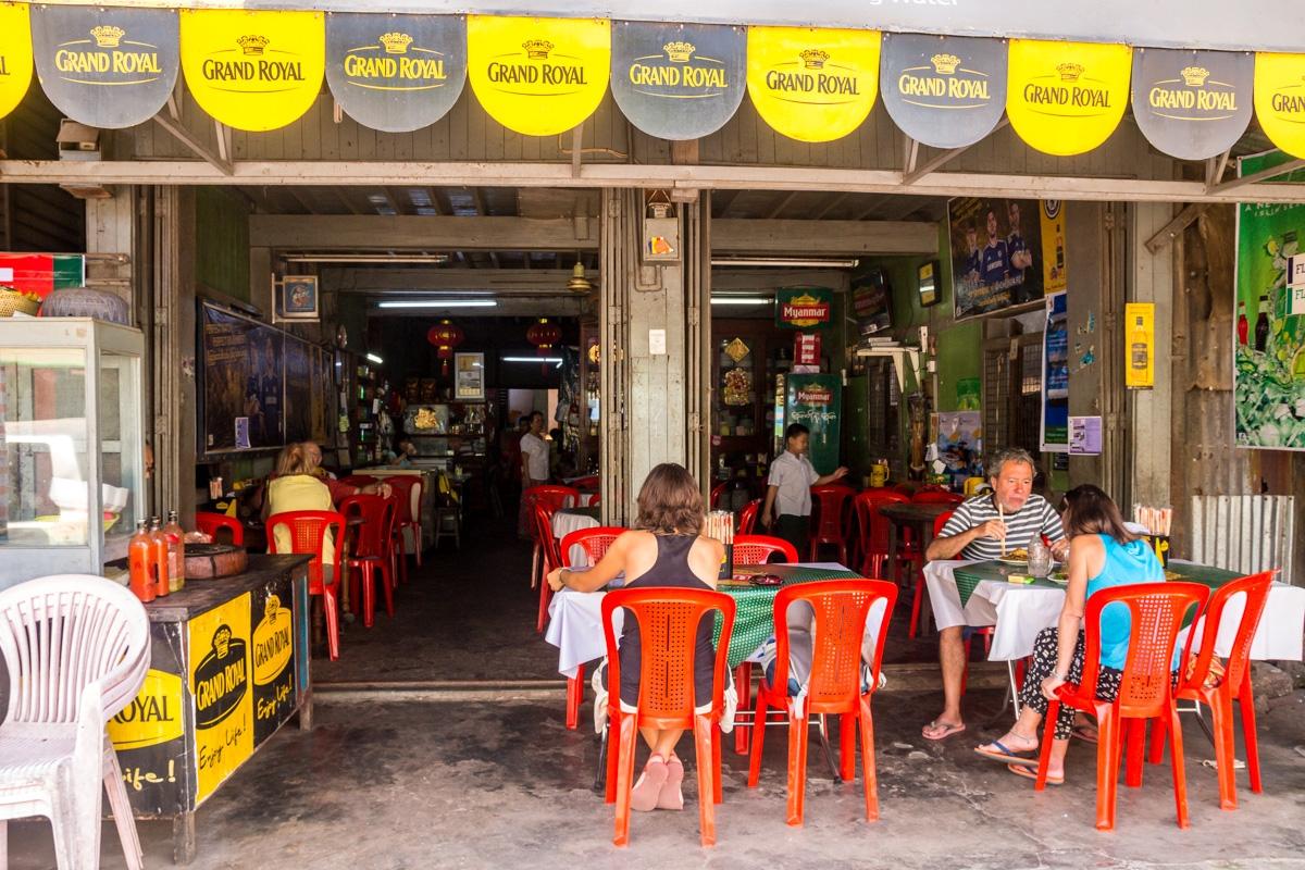Uno de los pocos restaurantes en Hpa An