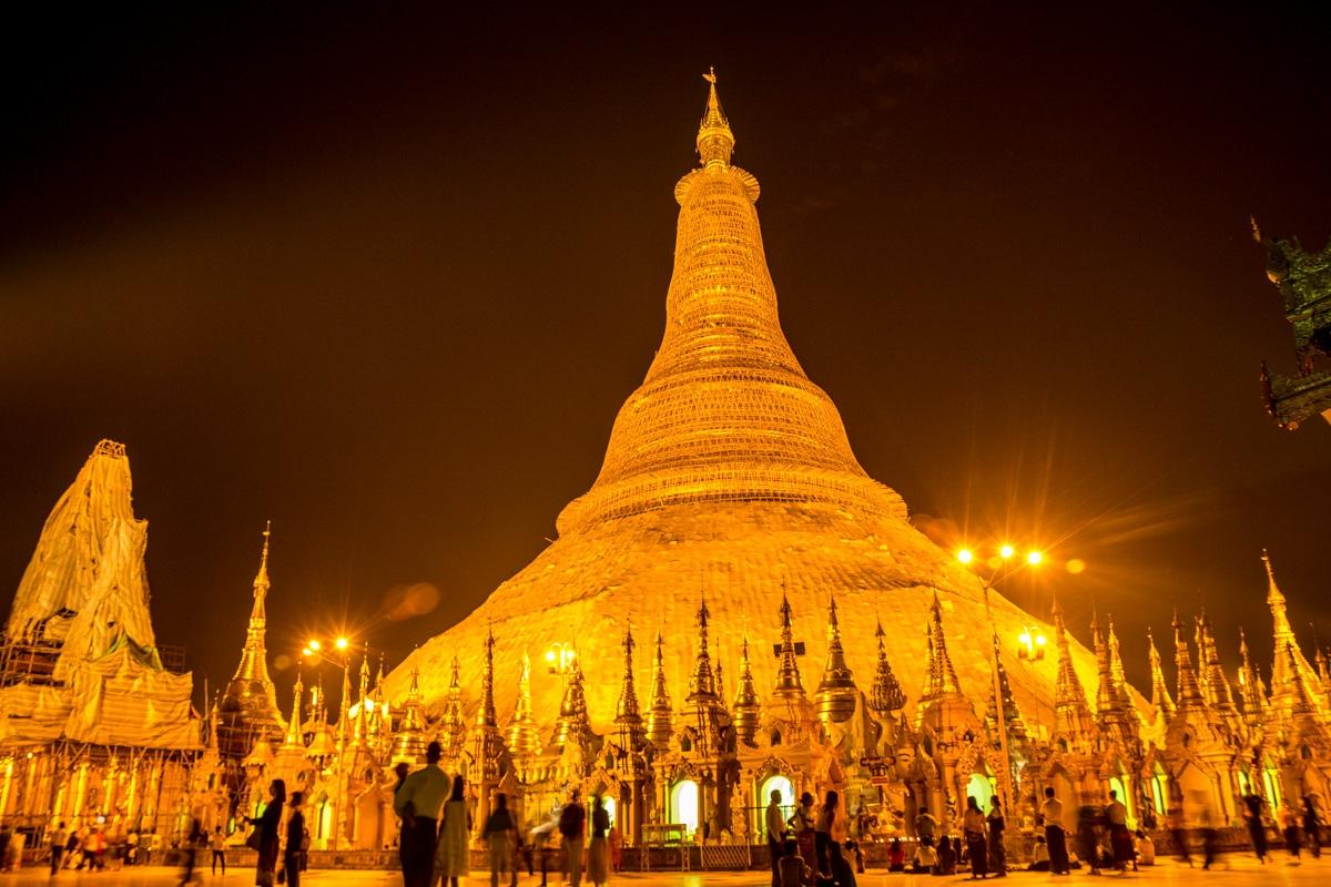 Shwedagon Paya por la noche, Yangon