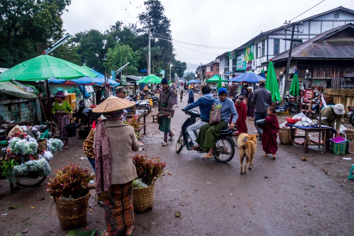 Mercado matutino en Hsipaw