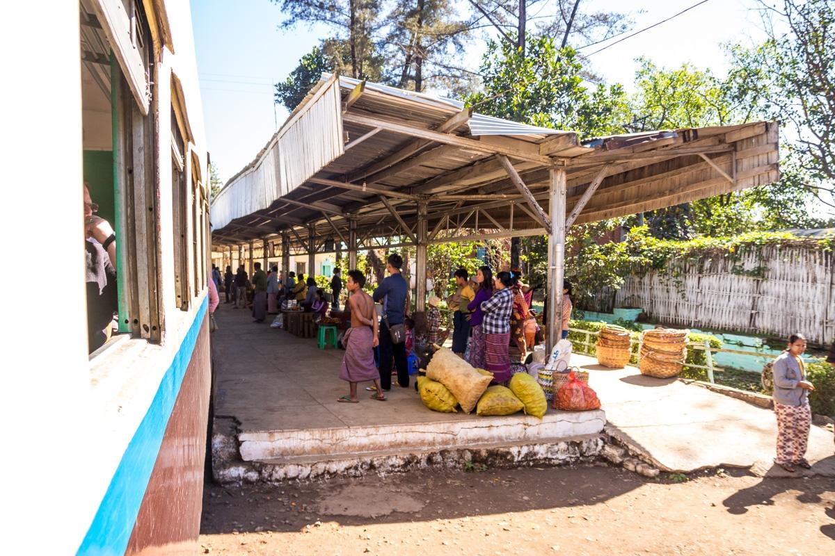 Estaciones en el camino, tren de Hsipaw a Mandalay