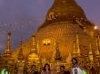 Con nuestros dos amigos monjes, Shwedagon Paya, Yangon