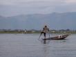 Dominio de pies y manos, Lago Inle