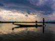 Recortado contra el horizonte, Lago Inle