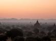 El paisaje repleto de brumas en Bagan