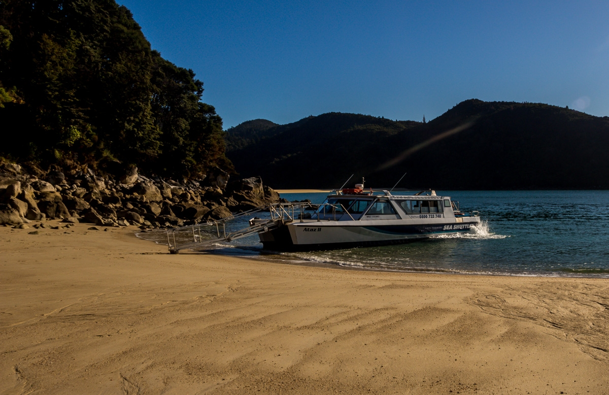 Desembarcando de nuestro watertaxi, Abel Tasman