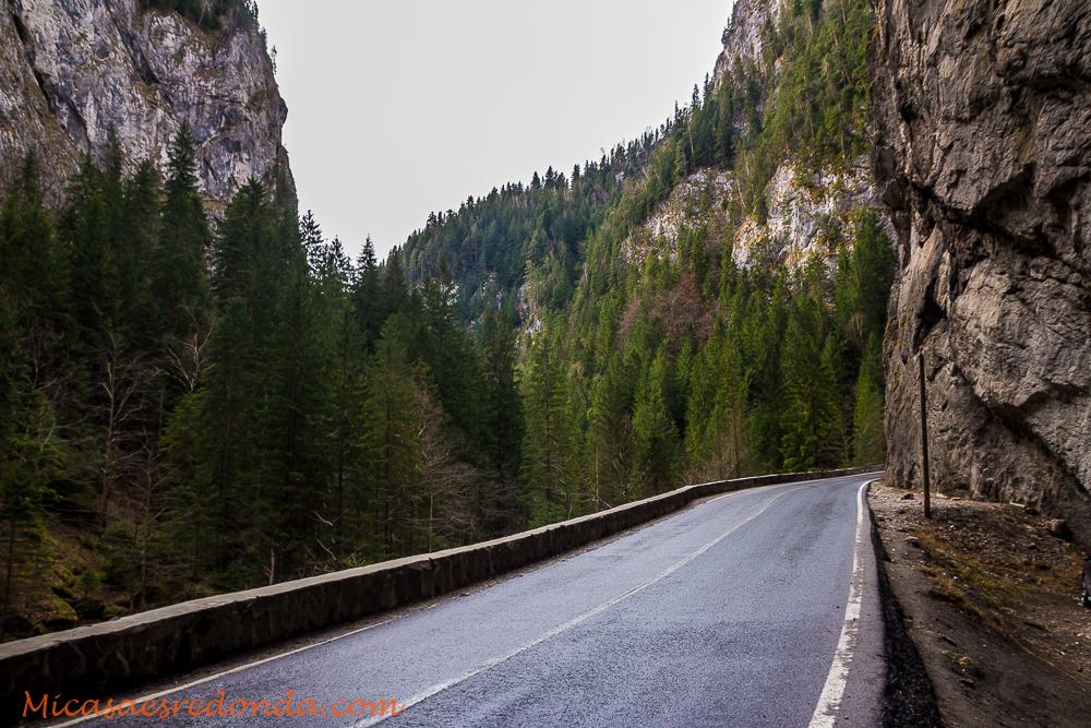 Carreteras ascendiendo por el Desfiladero de Bicaz