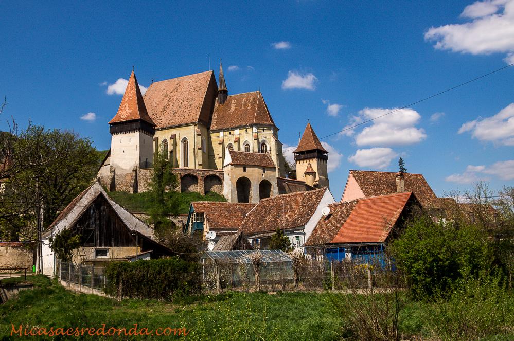 Vista trasera de la iglesia fortificada de Biertan