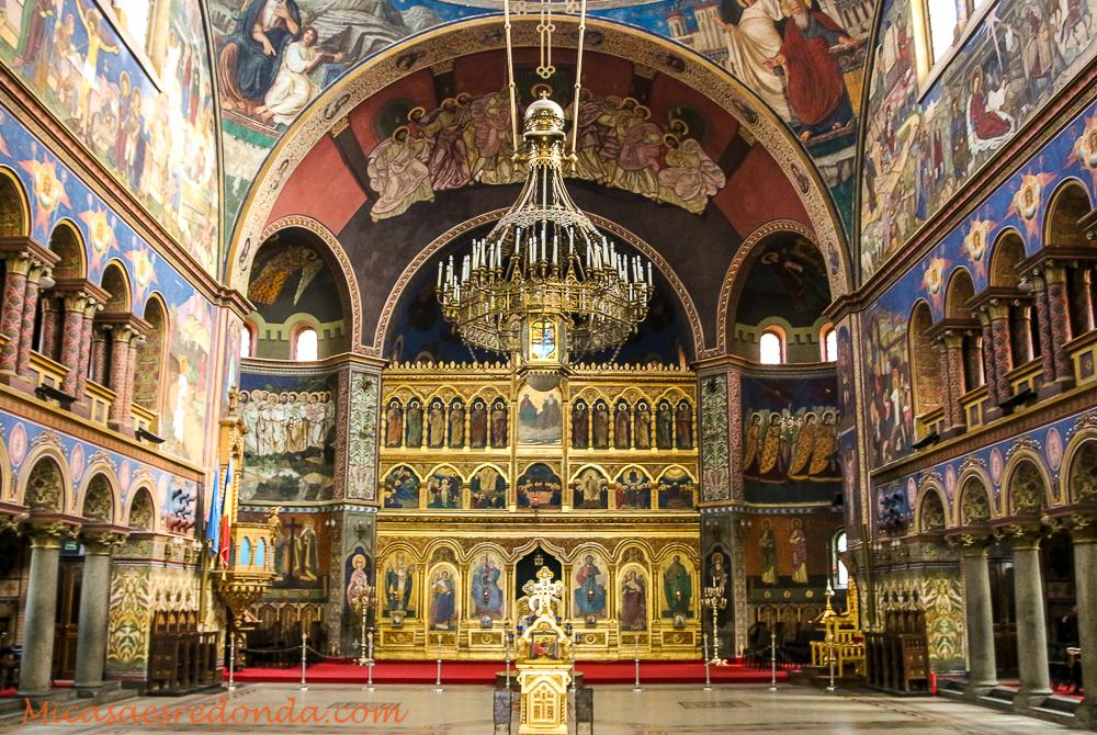 Interior de la catedral ortodoxa de sfanta treime, Sibiu