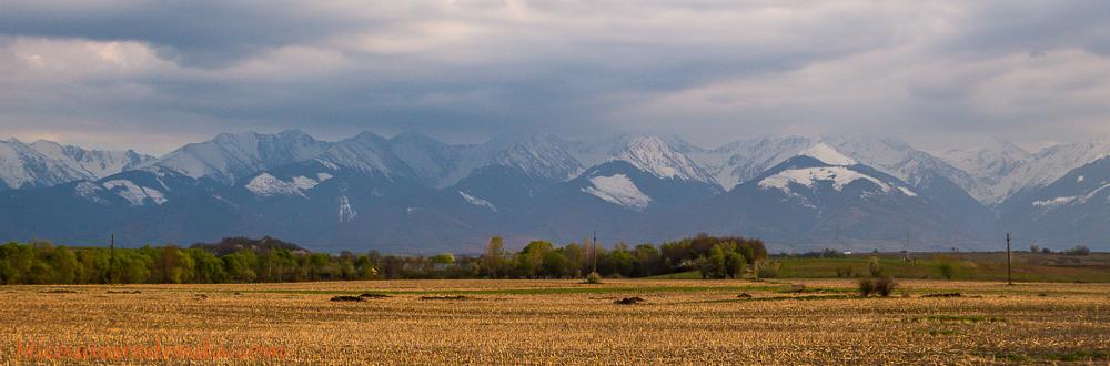 Al fondo queda el paso de Transfagarasan, en los Cárpatos Rumanos
