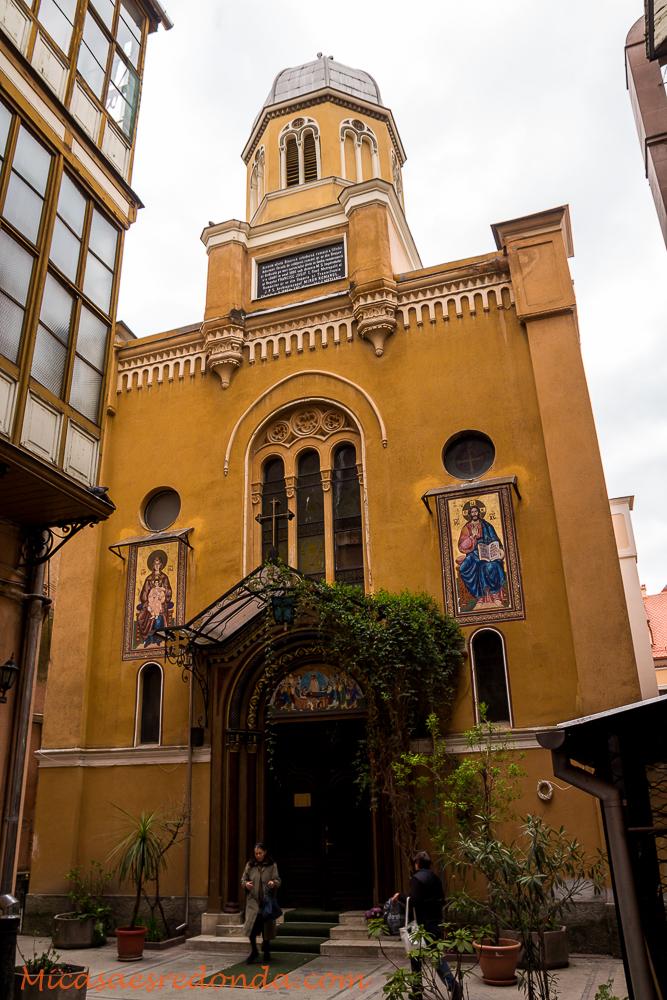 Te puedes encontrar una iglesia en cualquier sitio... Brasov