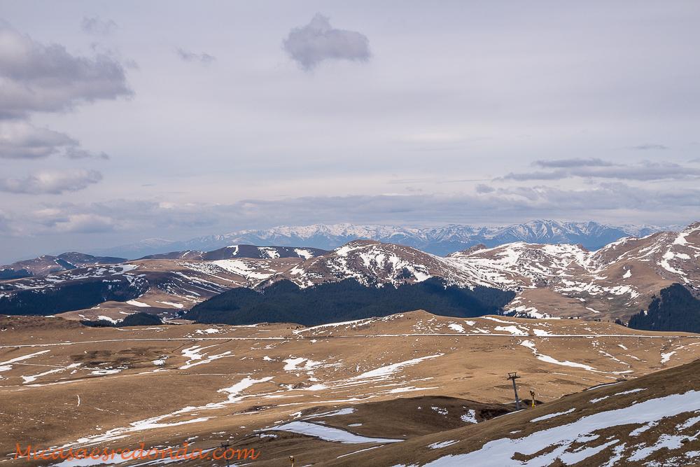 Paisajes nevados en lo alto de Sinaia