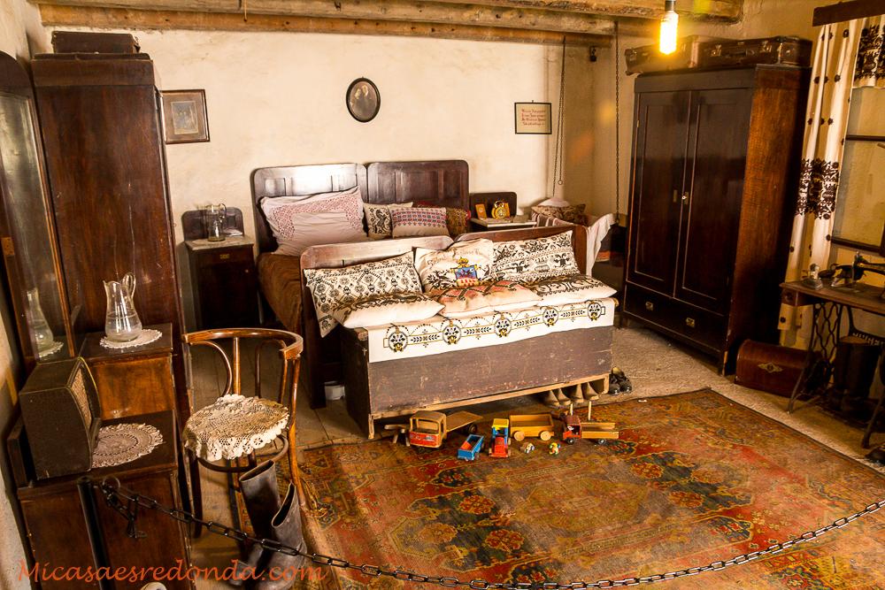 Nuestra habitación? No, una recreación de una habitación de hace algunos años.