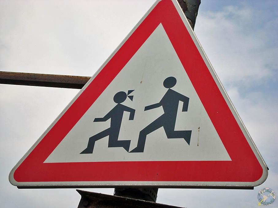 Precaución, niños con triángulos!