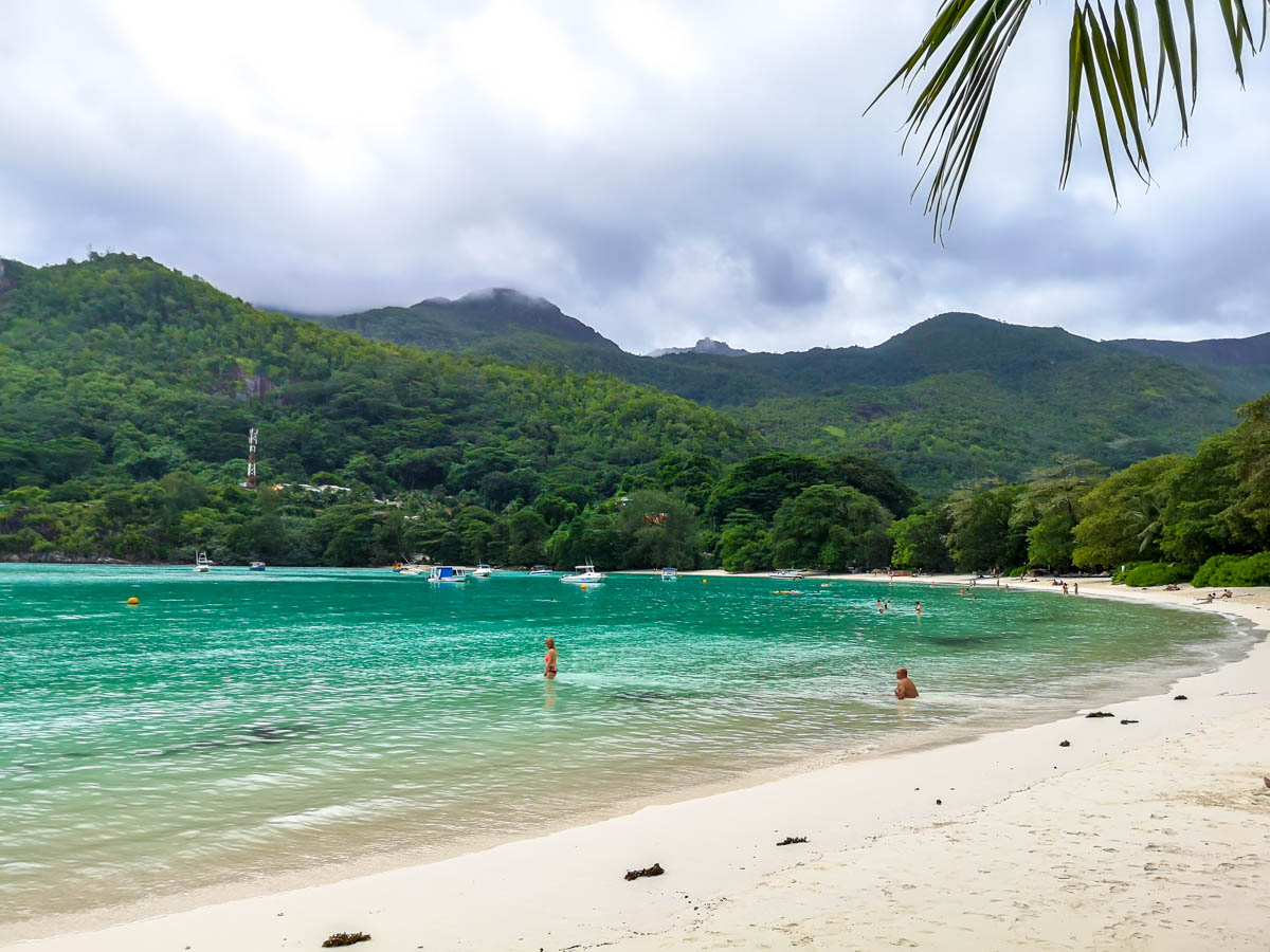 Playas públicas dentro de resorts