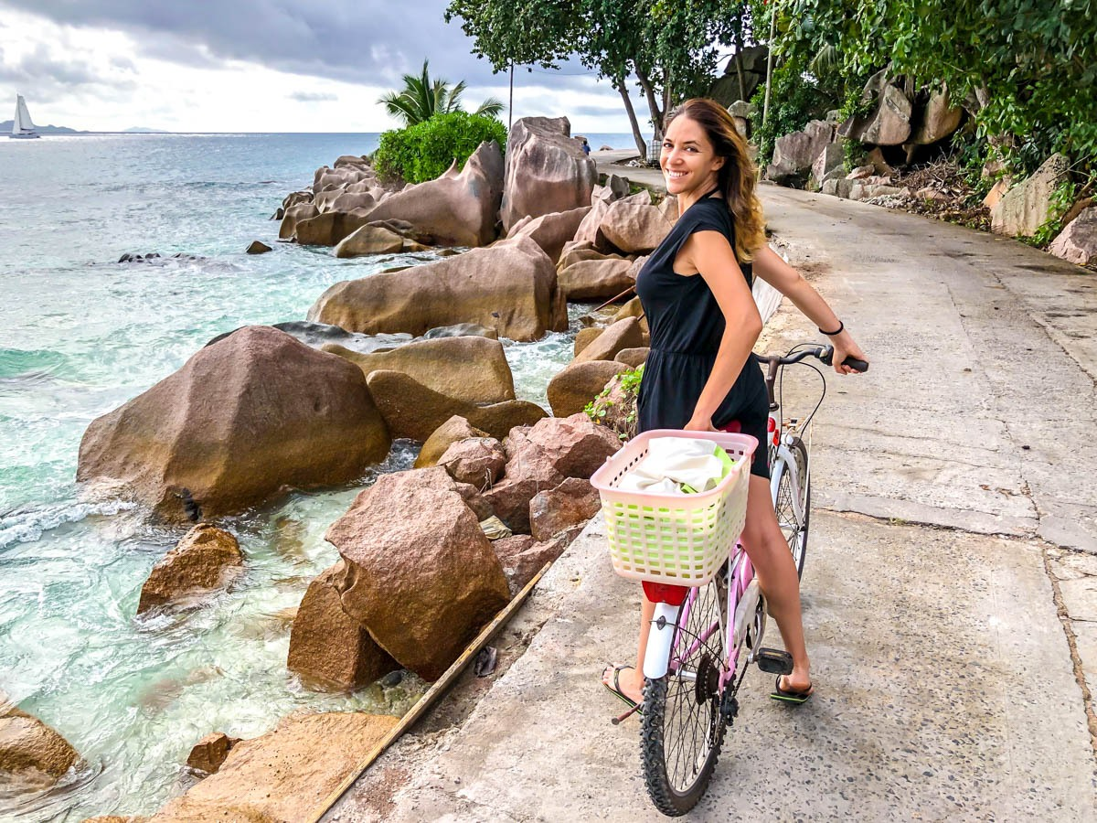 Lugares de postal en cada esquina del camino, La Digue, Seychelles