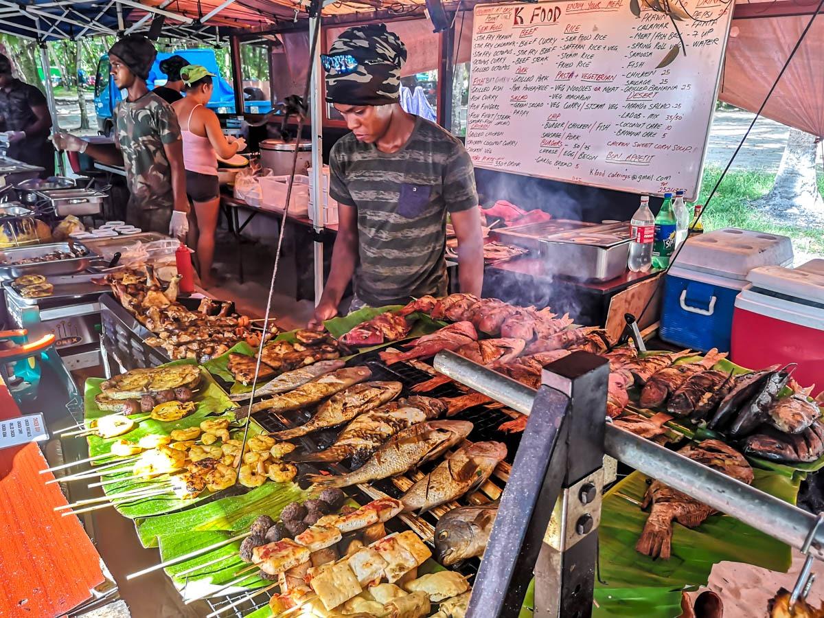 El pescado predomina en la comida callejera de Seychelles