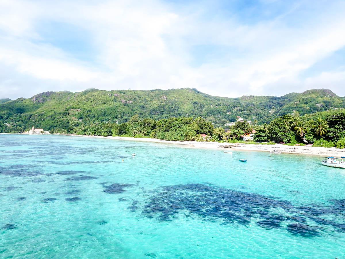 Agua azul turquesa en Seychelles