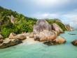 En las playas de Seychelles, rodeados de grandes rocas graníticas