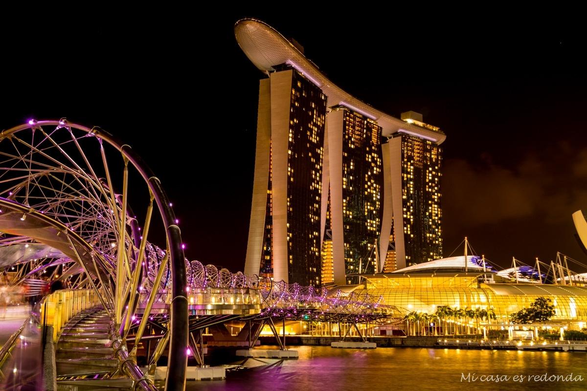 The Helix y Marina Bay Sands de noche