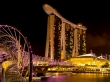The Helix y Marina Bay Sands de noche
