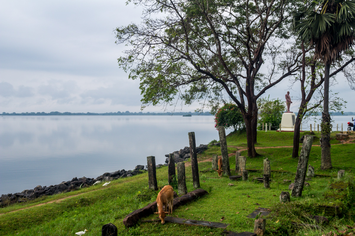 Junto al lago, Polonnaruwa