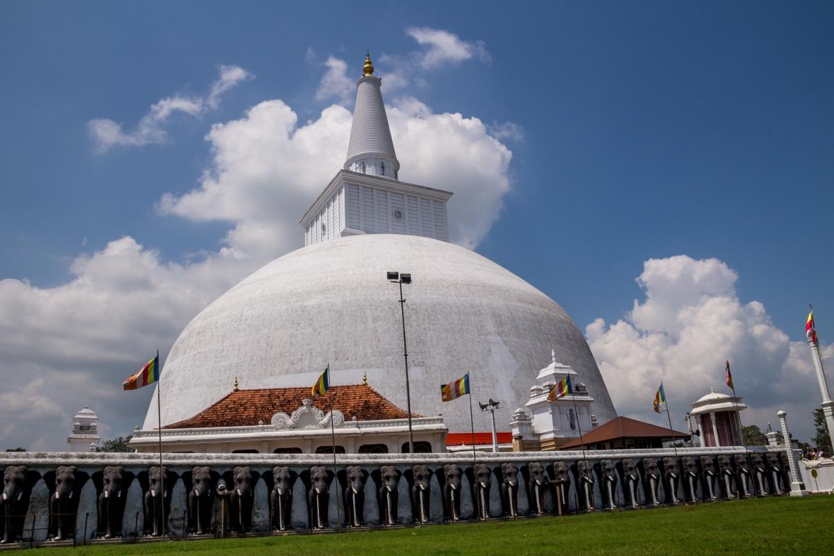 Stupas y elefantes, Anuradhapura