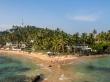 La playa de Mirissa desde el islote