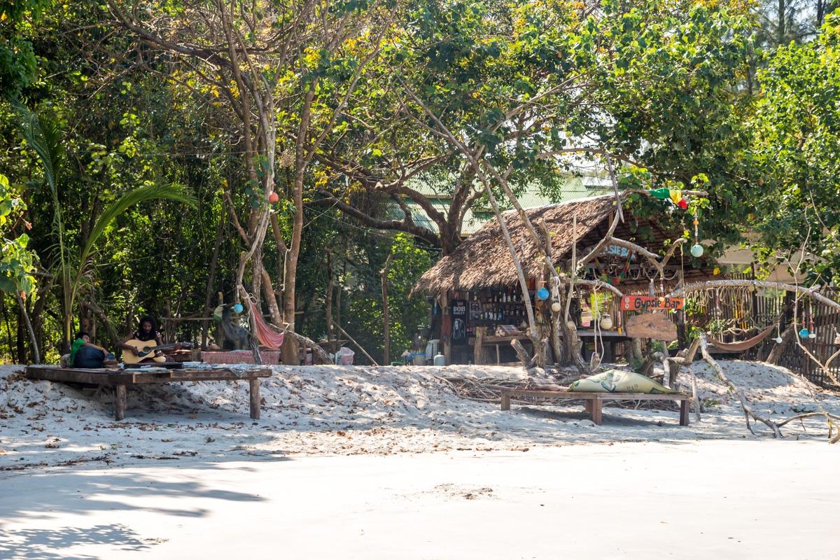 Chiringuitos en las playas de Koh Phayam