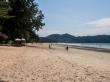 Playa tranquila en temporada alta, Koh Phayam
