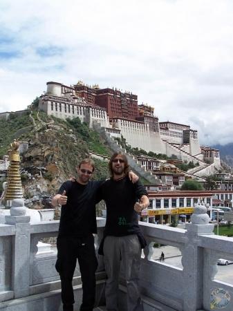 Mi hermano y yo en Lhasa