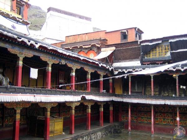 Más monaterios budistas