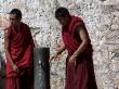 Los monjes también beben agua