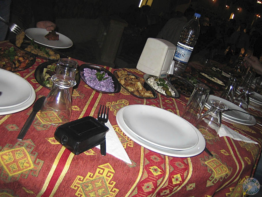 De cena-espectáculo, con derviches